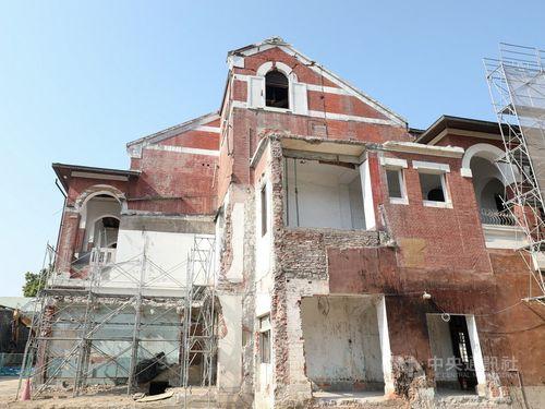 台中市で修復が進む国定古跡「台中州庁」=同市政府提供