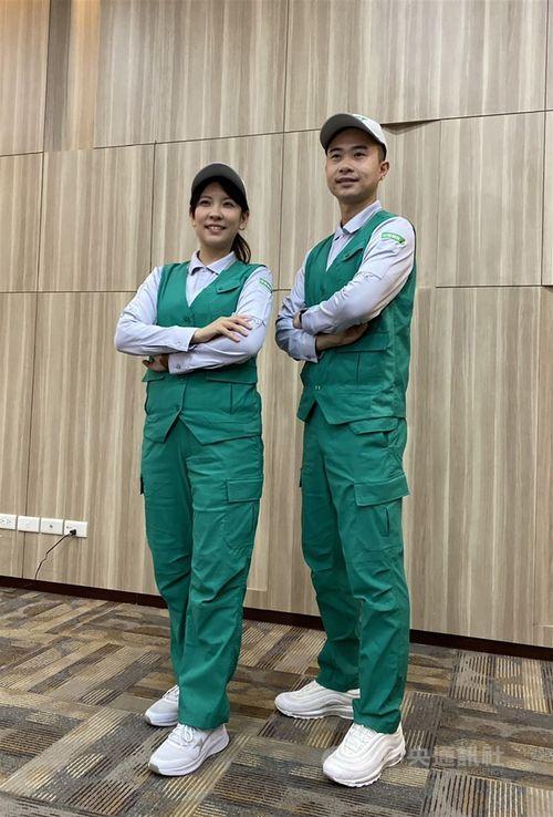 リニューアルされた中華郵政の配達員の夏用制服