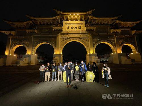 中国に拘束された人権活動家らに自由を 台湾で集会 天灯に願い託す