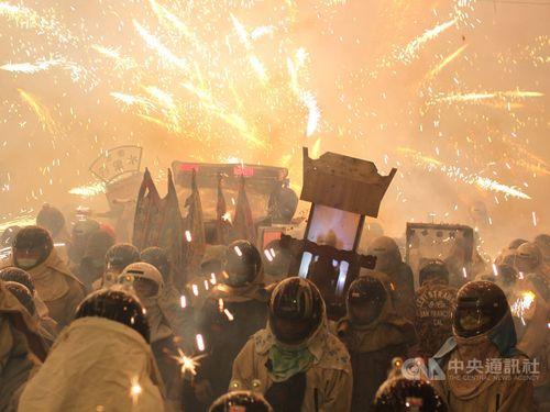 昨年の塩水ロケット花火祭り