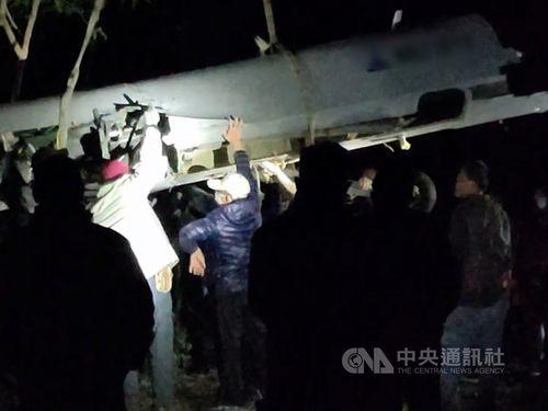 台東の湖に墜落した軍用無人機「騰雲」