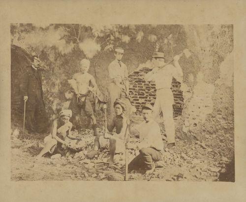「台湾最古の1枚」とされる写真。1869年ゼーランディア城(現在の台南市安平古堡)跡で撮影=国家撮影文化センター提供