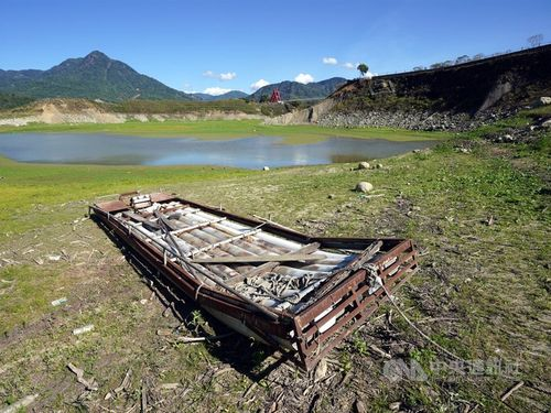 水が枯れてきた曽文ダムの集水域