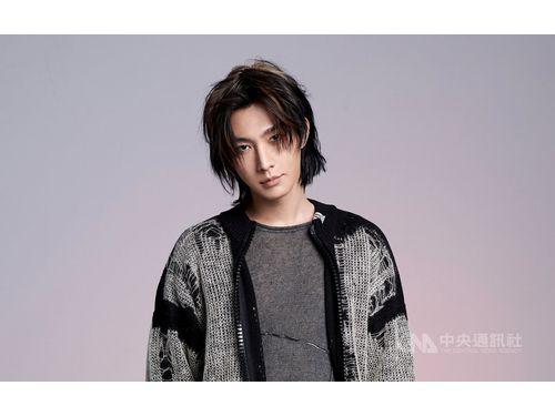 俳優業では今後本名の「呉庚霖」(ウー・ゲンリン)を使用すると発表したアーロン(炎亞綸)。写真=絡思本娯楽製作提供