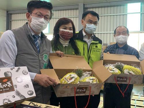 農業委員会の陳吉仲主任委員(左から3人目)