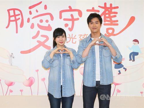 江宏傑さん(右)と福原愛さん=2019年9月、台北市