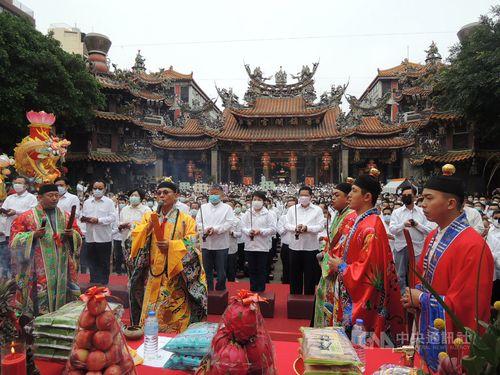 台中市の鎮瀾宮で行われた雨乞いの儀式