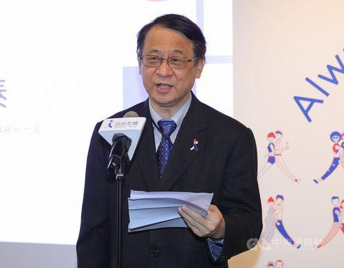 東北友情特別展の記者会見であいさつする日本台湾交流協会台北事務所の泉代表