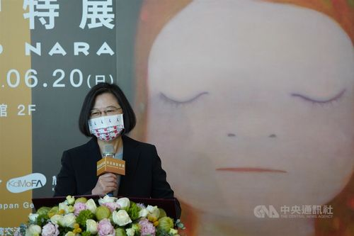 「奈良美智特展」の開幕式であいさつする蔡総統=2021年3月11日、台北市