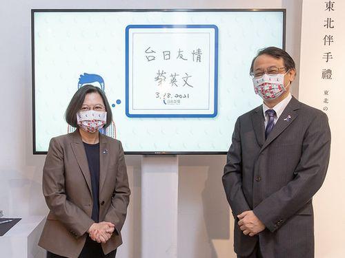 蔡総統(左)と泉代表=総統府提供
