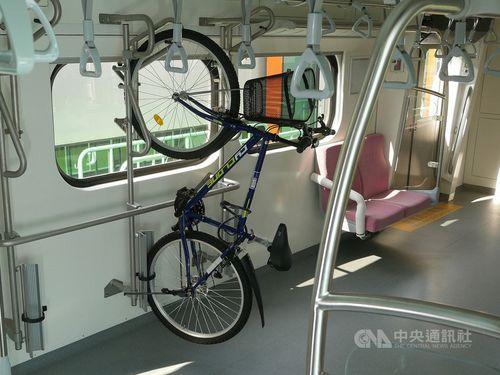 EMU900型通勤電車内部の様子=台湾鉄道提供