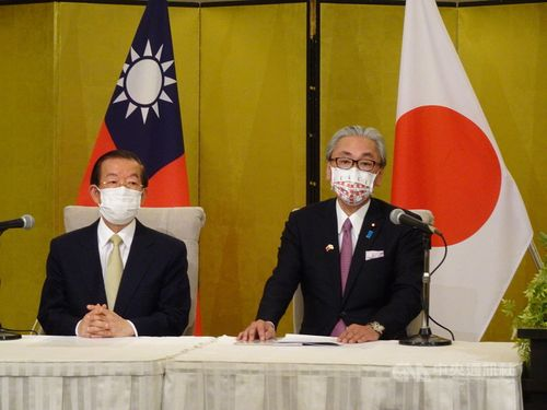 謝駐日代表(左)と古屋日華懇会長