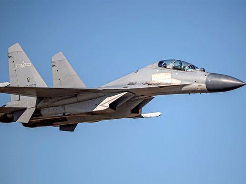 台湾の防空識別圏に進入した中国のJ16戦闘機=国防部提供