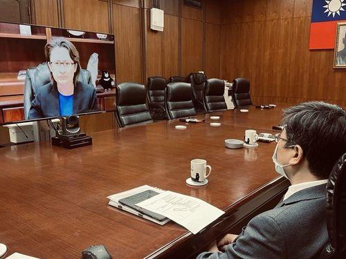エボラ熱関連の国際会議に出席する蕭美琴駐米代表(写真のPC画面)=外交部提供