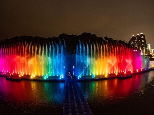 新北市・碧潭の噴水ショー=同市観光旅遊局提供