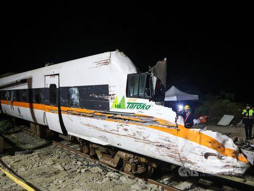 事故で大破したタロコ号の先頭車両