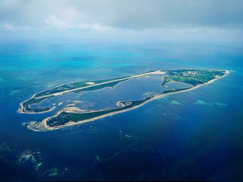 南シナ海に浮かぶ東沙島=高雄市政府水利局提供