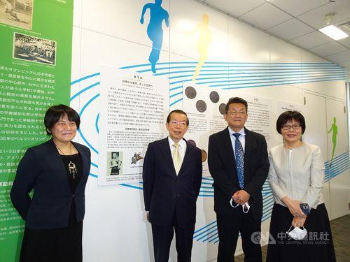 左から国立歴史民俗博物館の樋浦郷子研究部准教授、謝長廷駐日代表、同館の西谷大館長、台湾文化センターの王淑芳センター長
