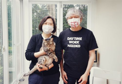3月8日、台北市の総統公邸で朝食を共にする蔡総統(左)と奈良さん=総統のフェイスブックから
