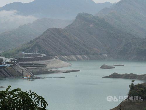 雨降っても大幅な貯水率上昇にならない南部・台南市の南化ダム