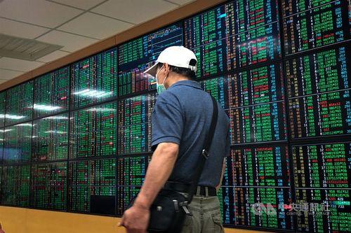 台湾株、大幅に続落 ハイテク株に売り、防疫関連株上昇