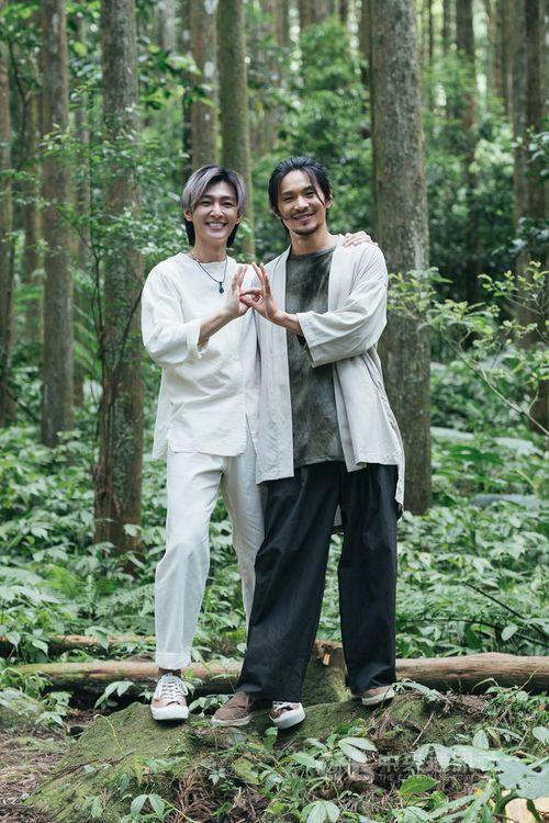 台湾カルト犯罪ドラマ「「我願意」でヤオ・チュンヤオ(右)とW主演するアーロン=絡思本娯楽製作提供