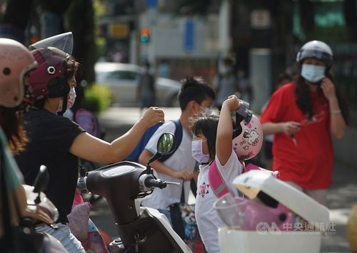 台湾、全国一斉休校へ あすから28日まで 新型コロナ感染拡大で=資料写真