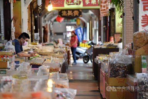 コロナ対策の追加特別予算案を閣議決定 1兆円超増額=写真は台北市の迪化街