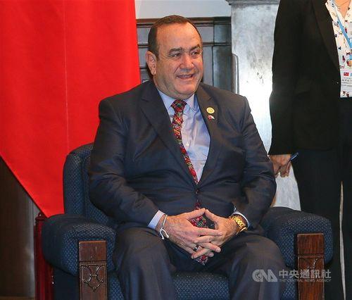 グアテマラ大統領に就任する前に訪台したジャマティ氏=2019年10月21日、台北市の総統府