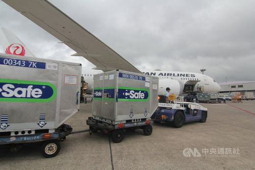 ワクチンを積んで4日午後に台湾に到着した日本航空の航空機
