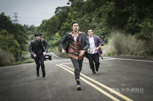 台湾映画「詭扯」の場面写真。左からリウ・グアンティン、チェン・ボーリン、黄尚禾=良人行影業提供