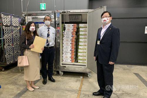 ワクチン支援へのお礼として日本に空輸された台南市産のアップルマンゴー=同市政府提供