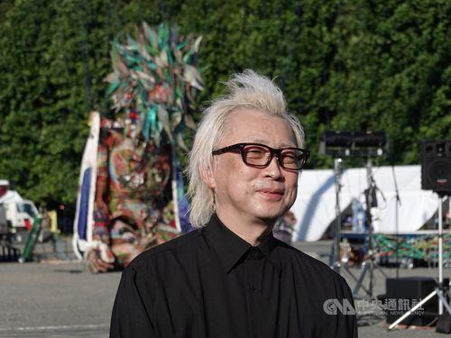 台湾メディアの取材に応じたクリエーター、箭内(やない)道彦さん