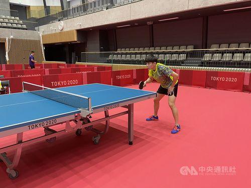 都内の体育館で練習をする女子卓球の鄭怡静選手=本人提供