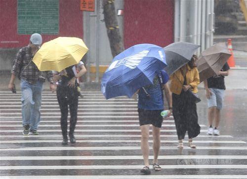 台風休暇、在宅勤務の場合は?「休めば欠勤扱い」=労働省