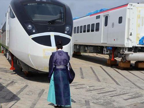 台湾鉄路管理局(台鉄)の新特急の安全祈願式=7月21日、山口県下松市、台鉄提供