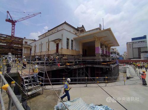 26日に移築工事が始まった高雄駅旧駅舎