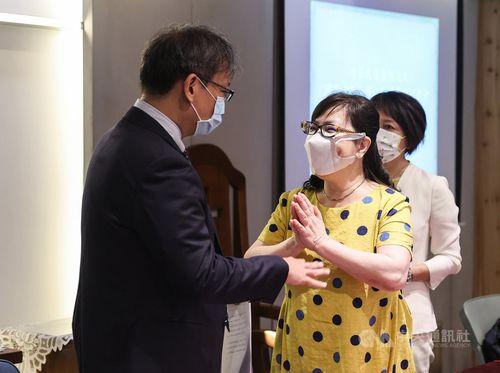 李登輝元総統の次女、安妮さん(左から2人目)=7月29日、台北市