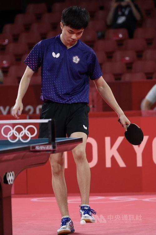 3位決定戦でドイツの選手に敗れ、うつむく林昀儒