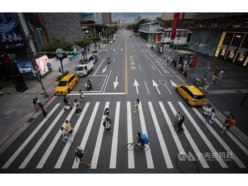 台北市の繁華街、信義エリアの1日の人出
