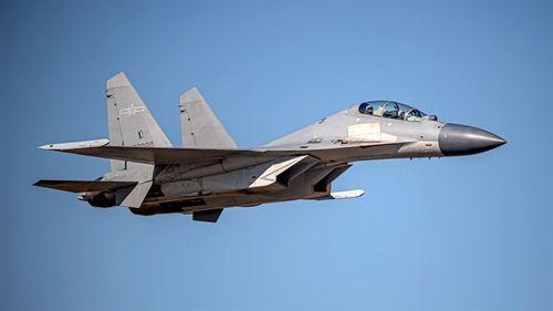 中国軍の殲16戦闘機。国防部の発表によると、17日午前には同型機延べ6機が台湾の南西の防空識別圏に進入=同部提供