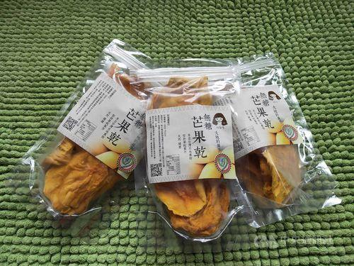 1週間で約5500袋を売り上げたドライマンゴー=高雄市農業局提供