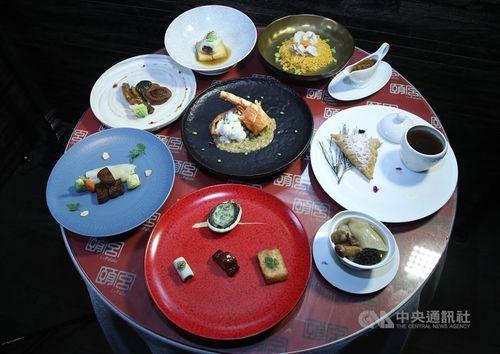 台北の高級ホテル「パレ・デ・シン」(君品酒店)内の中華料理店「頤宮」の料理セット=資料写真