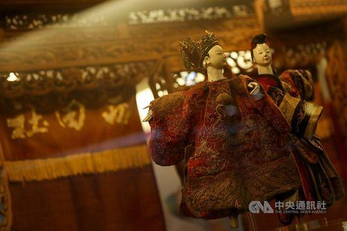 伝統的人形劇「布袋戯」の特別展 現存最古の舞台展示