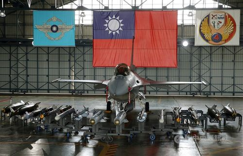 空軍のF16V戦闘機=資料写真