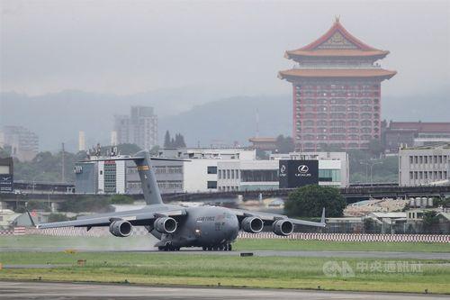 今年6月6日に台北市の松山空港に飛来した米軍のC17輸送機