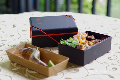 観光列車「鳴日号」のツアー参加者に提供される特製弁当=雄獅旅行社