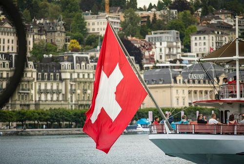 スイスの国旗=Unsplashから