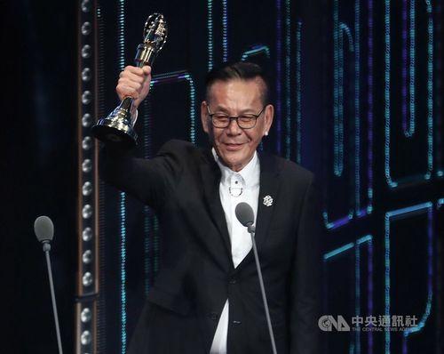 テレビ番組賞「ゴールデン・ベル・アワード」主演男優賞に輝くロン・シャオホアさん=2019年撮影