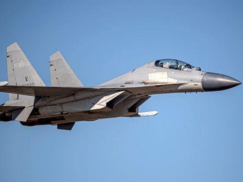 中国の「殲16」戦闘機=国防部提供